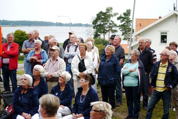 Ett hundratal personer mötte upp till återinvigningen